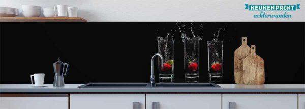 aardbeien-achter-glas-keukenprint